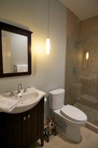 Small_Bathroom5052101424_671eb7423d (1)